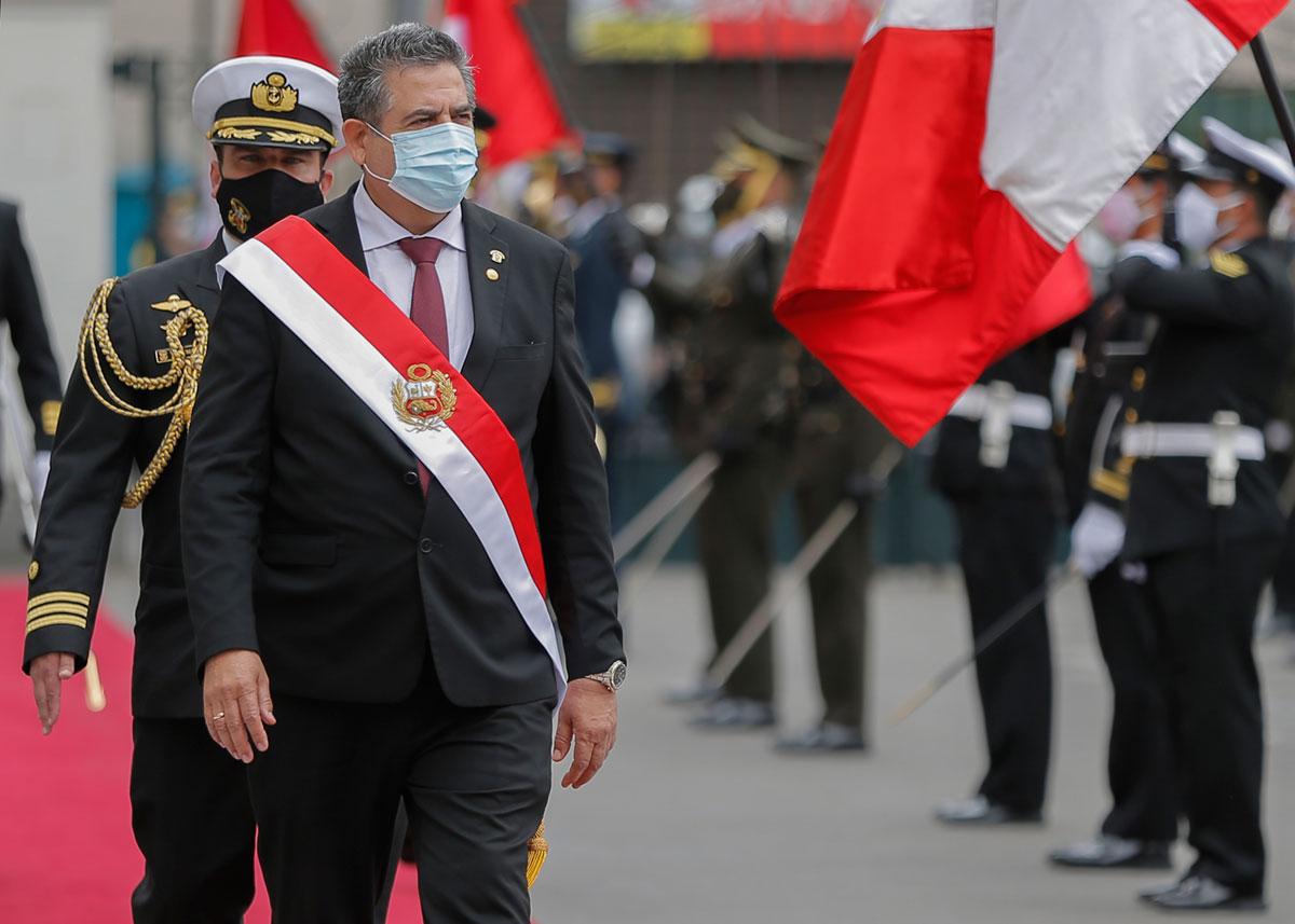 Otro cambio de guardia en Perú