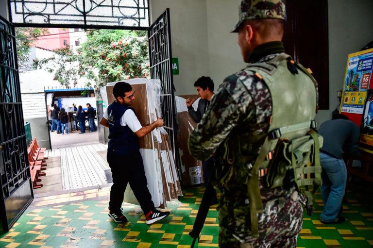 peruanos votarán abril