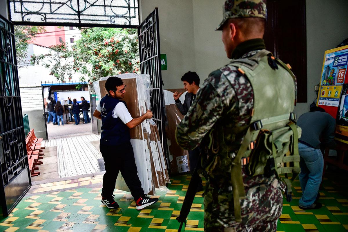 Los peruanos votarán desganados en abril