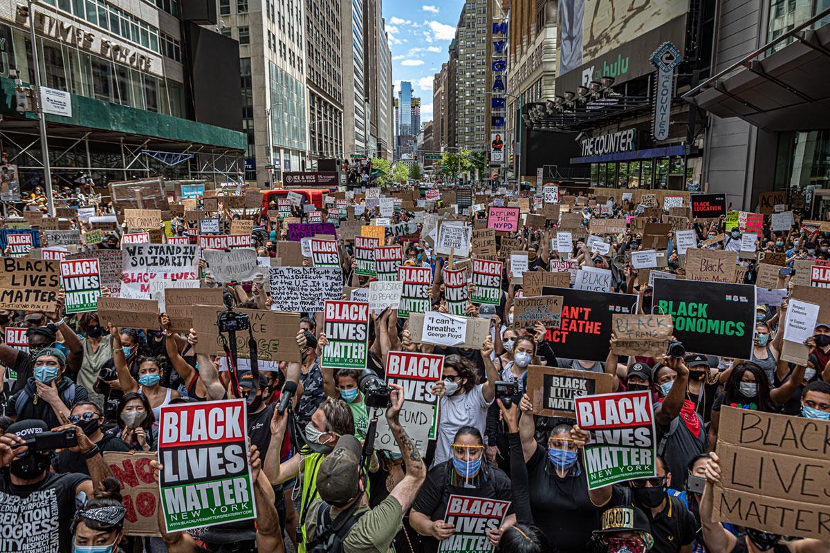 De movimientos de masas a sociedades en movimiento: MAGA y BLM