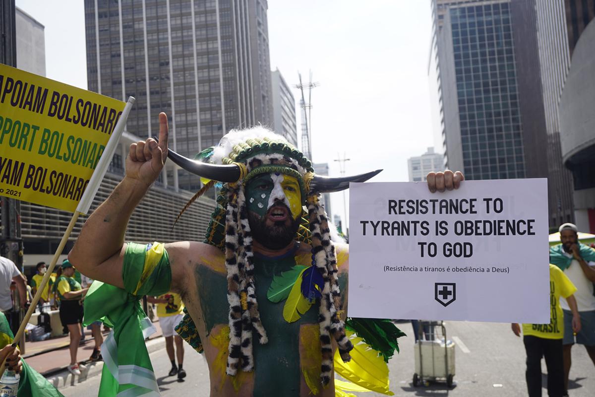 Bolsonaro se prepara para la batalla en las redes