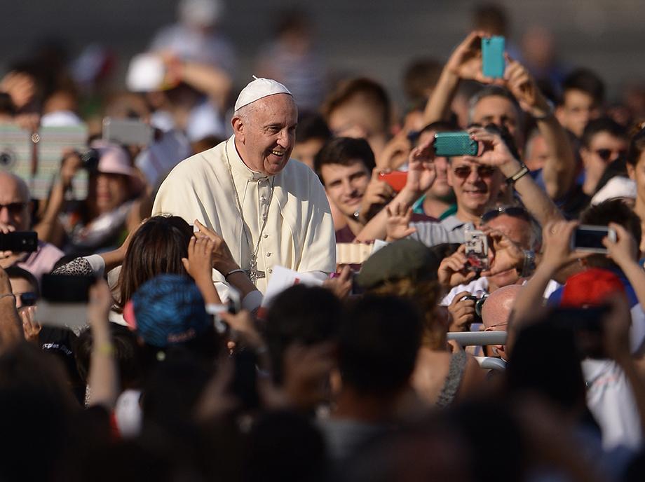 Las ideas económicas de Francisco I le han permitido imprimir un giro importante en la Iglesia Católica. Pero el Papa continúa siendo conservador en lo social. Laudatio Si es el ejemplo más reciente.