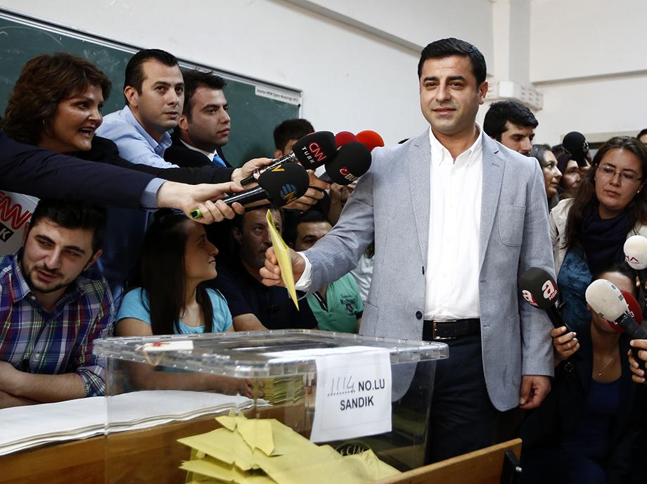 Además de mostrar el desgaste del AKP y Recep Tayyip Erdogan, el resultado de las elecciones legislativas en Turquía supone un logro para la minoría kurda del país.