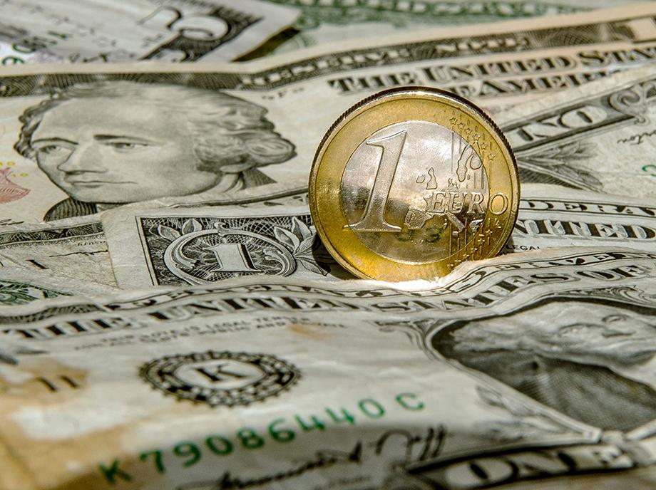 El euro podría alcanzar la paridad con el dólar antes de Semana Santa