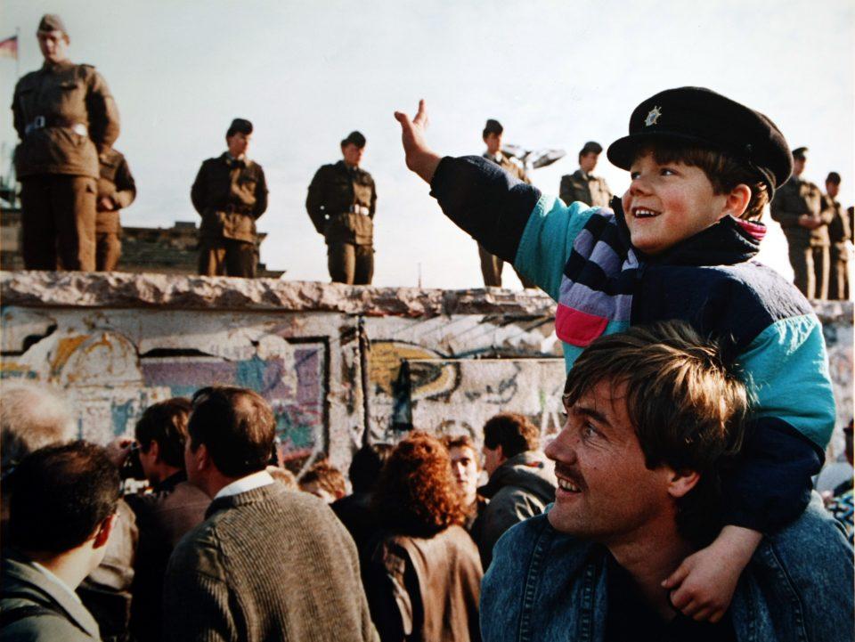Resultado de imagen de caída del muro de Berlín
