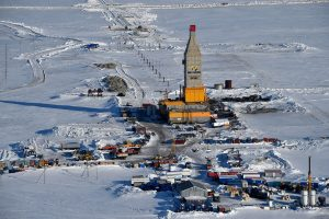 A picture taken on April 16, 2015 shows a general view of a gas derrick at the village of Sabetta in the Kara Sea shore line on the Yamal Peninsula in the Arctic circle, some 2450 km of Moscow. The Yamal LNG (liquefied natural gas) project aiming to extract and liquefy gas from the Yuzhno-Tambeyskoye gas field is scheduled to start production in 2017. Russia's Novatek holds a 60 percent stake in the venture. France's Total and China's CNPC hold 20 percent each. AFP PHOTO / KIRILL KUDRYAVTSEV        (Photo credit should read KIRILL KUDRYAVTSEV/AFP/Getty Images)